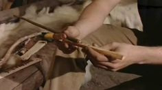 Tiesitkö, että työpäivä kivikaudella oli kohtuullisen lyhyt, vain noin neljä tuntia? Kivikauden ilmasto muistutti tämän hetken Keski-Euroopan ilmastoa. Saalista oli niin paljon, että aikaa jäi muuhunkin kuin ravinnon pyyntiin. Historia