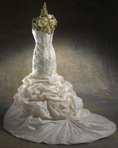 luxuriöse maßgeschneiderte Brautkleider aus Taft mit geschichtetem gefältigem Rock
