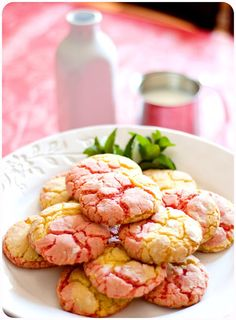 This will be fun to recreate without the cake mix. Strawberry Lemonade Cookies (easy to make with cake mix) Cake Mix Cookies, Cupcakes, Yummy Cookies, Cookies Et Biscuits, Just Desserts, Delicious Desserts, Yummy Food, Fun Food, Strawberry Lemonade Cookies