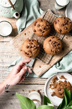 Bakery Style Chocolate Chip Muffins flavored with melted dark chocolate, brown sugar, and chocolate chips! Food Flatlay, Delicious Desserts, Yummy Food, Simple Muffin Recipe, Homemade Muffins, Food Photography Tips, Mary Berry, Chocolate Chip Muffins, Aesthetic Food
