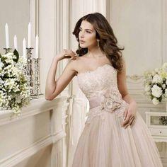 Romantico rosa...in tutte le sue tonalità  Alessandro Tosetti Www.tosettisposa.it Www.alessandrotosetti.com #wedding #weddingdress #tosetti #tosettisposa #nozze #bride #alessandrotosetti