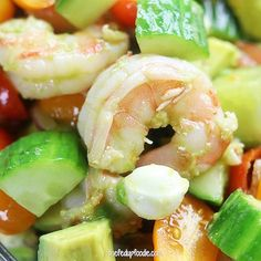 Shrimp Avocado Salad is a tasty and low-carb recipe perfect for a refreshing lunch or dinner on a hot summer day. A balsamic, olive oil and garlic dressing surrounds chilled shrimp, avocado, mozzarell Shrimp Avocado Salad, Shrimp Salad Recipes, Avocado Salad Recipes, Avocado Salat, Healthy Salad Recipes, Seafood Recipes, Cooking Recipes, Recipes Dinner, Healthy Broccoli Salad