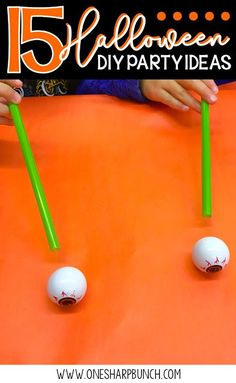 Simple DIY Halloween Simple DIY Halloween party ideas for the classroom including Halloween games Halloween crafts and Halloween food ideas! Dont forget to check out the vampire candy boxes perfect for all of your Halloween treats! Diy Halloween Party, Classroom Halloween Party, Halloween School Treats, Halloween Games For Kids, Halloween Tags, Kindergarten Halloween Party, Haloween Games, Halloween Birthday, Classroom Party Ideas