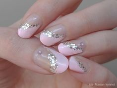 Ida-Marian kynnet / Angled pink manicure with glitter lining and rhinestones (gel nailpolish, natural nails) / #Nails #Nailart