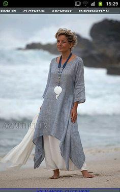Coastal wedding : blue linen gauze tunic with white sarouel skirt Looks Linen Dresses, Casual Dresses, Fashion Dresses, Fashion Clothes, Maxi Dresses, Dress Outfits, Casual Outfits, Fashion Over, Look Fashion