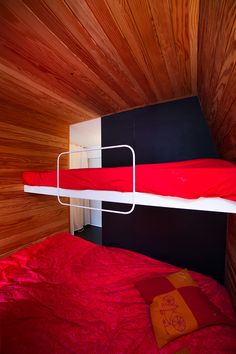 Image 11 of 22 from gallery of Studio in a Mountain Resort / Beriot Bernardini Arquitectos. Photograph by Yen Chen