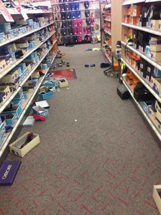 Photos That Will Irritate Anyone Who Has Ever Worked In Retail 27 Photos That Will Irritate Anyone Who Has Ever Worked In Photos That Will Irritate Anyone Who Has Ever Worked In Retail Funny Nurse Quotes, Nurse Humor, Funny Memes, Retail Robin, Blunt Cards, Retro Humor, Work Memes, Work Humor, Nursing Memes