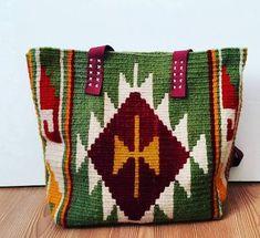 kilim dokuma çanta modelleri ile ilgili görsel sonucu Knitting Projects, Crochet Projects, Homemade Bags, Tapestry Crochet Patterns, Weaving Designs, Tapestry Bag, Tribal Patterns, Weaving Art, Crochet Handbags