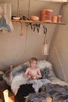 That kid is enjoying a little Viking style. - Stiklestadir 2010 (Vikingsnitt)
