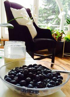 Fresh Blueberries, Vanilla Protein Shake with Water and Chiaseeds yummiiii <3