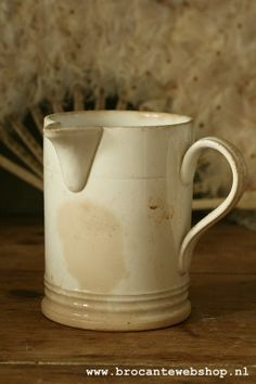 Oud stroopkannetje Ceramic Jugs, Stoneware, Piece Of Music, White Cottage, Jars, Shabby Chic, Pottery, Ceramics, Dishes