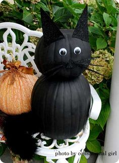 Pumpkin black cat, definitely making this for my front porch!