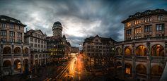 Uraniastrasse zur blauen Stunde wurde in Schweiz, Zürich aufgenommen und hat folgende Stichwörter: Sternwarte,  Panorama,  Stadt.
