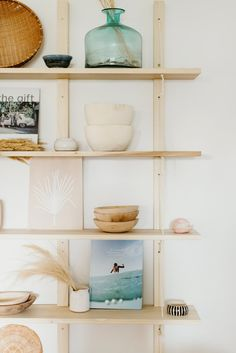 Leah Bradley's Modern California Surf Home — Hazel + Scout House Decor Surf House, D House, California Decor, California Surf, Beach House Decor, Diy Home Decor, Beach Apartment Decor, Beach Houses, Deco Surf