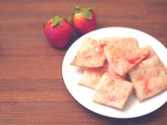 These little crackers are perfect for on-the-go. Only 3 ingredients! Anyone can do it! Make a big batch to freeze for later. Change strawberries to other berries or fruit, even grated veggies. Have fun with it! Enjoy!  Okay for 6m+. #babyledweaning #blw