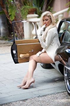 Kayslee Collins Does Playboy Shoot in Jaguar E-Type Coupe: Old Hollywood Glam - autoevolution for Mobile
