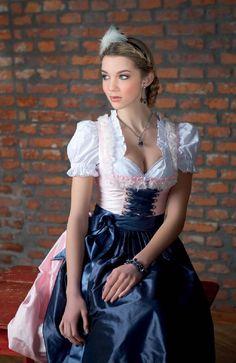 Alpine whisper - alpine style of passion Drindl Dress, Maid Dress, Satin Dresses, Sexy Dresses, Beer Girl, German Girls, German Women, Feminine Dress, Sweet Dress
