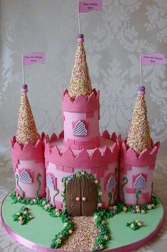 Castle Cake Princess Castle Cake - For all your cake decorating supplies, please visit .ukPrincess Castle Cake - For all your cake decorating supplies, please visit . Pretty Cakes, Cute Cakes, Beautiful Cakes, Amazing Cakes, Creative Cakes, Creative Food, Decors Pate A Sucre, Pink Castle, Birthday Cake Pictures