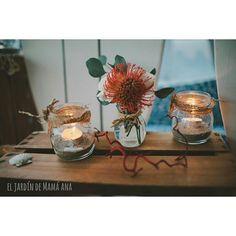 """El Jardín de Mamá Ana. Carmen en Instagram: """"Cena junto al mar a la luz de las velas. Flores coralinas en nuestro blog para acabar el día. Muy felices sueños :-) #jardinmamaana#bodas#eventos#bodasenlaplaya#beachwedding#arrecife#decoraciondebodas#coral#weddingpicture#centrofloral#beachdecoration#spanishdestination#detallesdeboda##beach#flores#navydecoration#seadecoration#candles#bodasbonitas#bodasjuntoalmar#night#rusticstyle#arpilerra#handmade#hechoamano"""""""