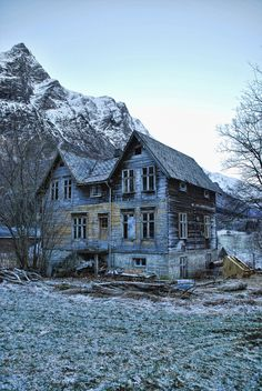 Forfallent hus - Decayed, never finished house by erlingsi