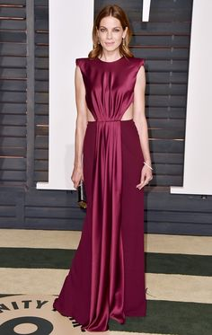 WHO: Michelle Monaghan  WEAR: Monique Lhuillier berry envers satin crepe strong-shoulder drape gown.