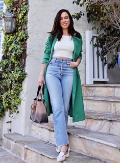 Sydne Style shows how to wear a trench coat with a crop top and jeans #trenches #trenchcoat @sydnesummer Green Trench Coat, Burberry Trench Coat, Trench Jacket, Pantalon Slouchy, Crop Top Sweater, All About Fashion, Everyday Fashion, Spring Summer Fashion, Runway Fashion