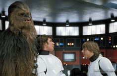 A gallery of Star Wars publicity stills and other photos. Featuring Mark Hamill, Harrison Ford, Carrie Fisher, Anthony Daniels and others. Mark Hamill Luke Skywalker, Star Wars Luke Skywalker, Han And Leia, Star Wars Episode Iv, The Muppet Show, Star Wars Art, Star Trek, Harrison Ford, A New Hope