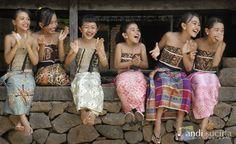 Happy balinese kids