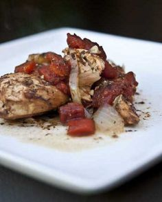 I LOVE this skinny slow cooker balsamic chicken! Super easy and under 200 calories per serving. #slowcooker #dinner
