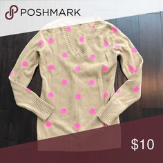 Gap Small V Neck Dot Sweater Beautiful color combo.. camel and brain pink. Some pilling from minimal wear... maybe two times total. Great longer length. Same Sweater seen on numerous insta fashion accounts this past season. Smoke and pet free home!! GAP Sweaters V-Necks