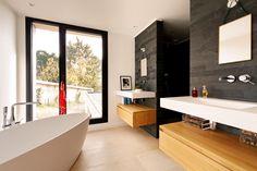 Maison P - Salle de bain contemporaine Bois / Pierres - 2016 - Mont-Saint-Aignan (76130) - France - BO.A Architecture #boarchitecture © T. Boivin Photographe