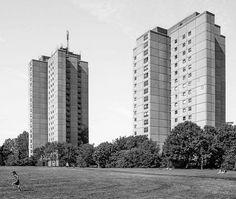 Ernst-Thälmann-Park Housing complex, (Hochhäuser typ WHH-GT 84/85 ETP), Prenzlauer Berg, Berlin, Germany, built between 1981-86, Architect: Helmut Stingl, Erhardt Gisske © BACU