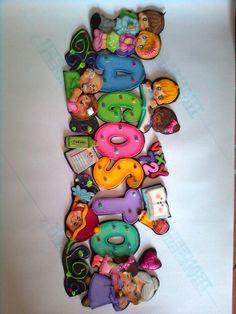 AGOSTO Party Frame, Birthday Parties, Dolls, School, Crafts, Ideas, School Newspaper, Preschool Decor, Infant Activities