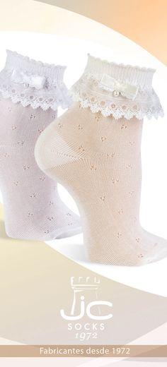 Calcetines con puntilla y lazo con perlita. Calcetines semicalados celebración JCCAstellá fabricantes de calcetines desde 1972