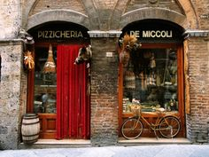 Bicycle Parked Outside Historic Food Store, Siena, Tuscany, Italy Impressão fotográfica