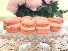 I love to make macarons for the sheer pleasure of their delicate feminine appearance. During peony season I have pink tucked everywher. Strawberry Filling, Strawberries And Cream, Fancy Cookies, Yummy Cookies, No Bake Desserts, Delicious Desserts, French Bread Loaf, Jelly Roll Cake, Rhubarb Compote