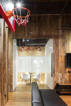 hcreates interior design created the office design for Chinese digital marketing company Mailman, located in Shanghai, China. Mailman was founded by Office Lounge, Open Office, Studio Interior, Decor Interior Design, Sports Office, Agency Office, Co Working, Flexible Working, Office Decor