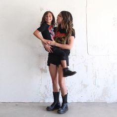 Double Street Style: the 1490 boot and the Delaney boot. Shared by domoniquedd Dr. Martens, Dr Martens Boots, Dr Martens Outfit, Doc Martens Style, Summer Outfits For Teens, Perfect Wardrobe, Future Goals, Grunge Outfits, Mid Calf Boots