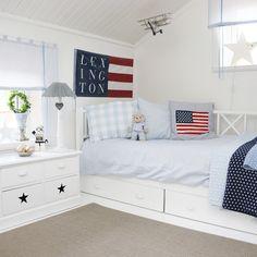 Lexington, Blue, boysroom, barnrum, barnerom, stjärnor, stars and stripes, stars, airplane, lantligt, vitt, vitahem, molban, annashjartan