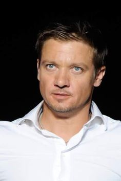 Jeremy and his beautiful eyes. Jeremy Renner, Gorgeous Eyes, Beautiful Men, Tom Payne, Clint Barton, Magazine Articles, Bucky Barnes, Hawkeye, Robert Pattinson