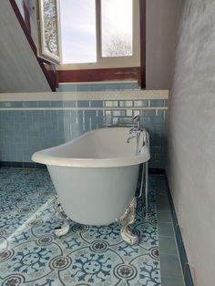 Ben je op zoek naar badkamertegels en wil je eens iets anders dan 50 tinten grijs? Bekijk de collectie van FLOORZ