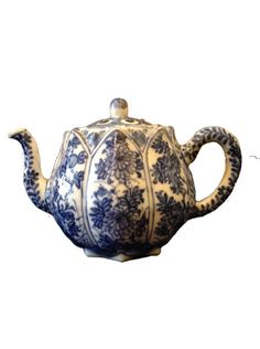 A Chinese Blue and White 'Lotus' teapot and cover by KANGXI : The British Antique Dealers' Association