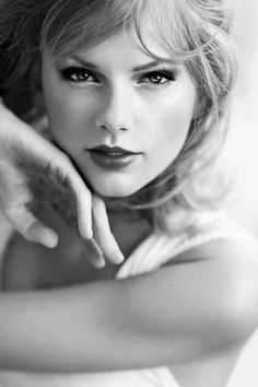 out of the woods — taylor swift for glamour uk Taylor Swift Hot, Swift 3, Taylor Swift Style, Divas, Taylor Swift Wallpaper, Glamour Uk, Taylor Swift Pictures, Portraits, Look At You
