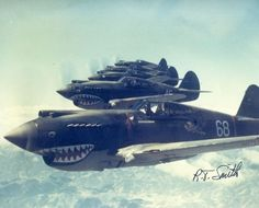 Curtiss P-40. Flying Tigers.
