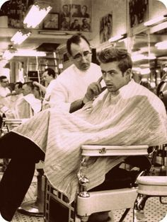 James Dean at a Times Square barbershop (1955)