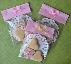 Party Favours on budget Cookie Packaging, Food Packaging, Valentine Cookies, Valentines, Diy And Crafts, Paper Crafts, Cookie Gifts, Valentine's Day, Bake Sale