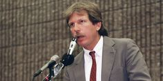 Kill The Messenger: How The Media Destroyed Gary Webb.