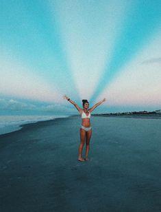 P i n t e r e s t sophiawaite beach pictures summer p Summer Pictures, Beach Pictures, Cute Photos, Cute Pictures, Image Tumblr, Videos Photos, Summer Goals, Summer Aesthetic, Summer Vibes