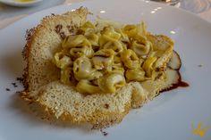 """Los tortellini en cesta de parmesano, preparados según la receta de la madre de la cocinera, Sarita - """"Restaurante Antica Moka de Módena, Italia: la pasión hecha cocina"""" by @QueLujoDeViaje"""