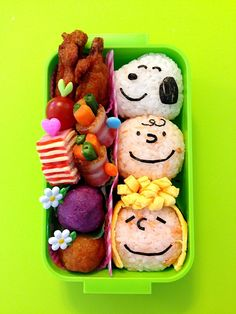 Feeling tapped out of lunchbox ideas? Here are 22 inspiring ideas for kids' bento boxes that will impress even your harshest critics. Lunch Box Bento, Bento Kids, Cute Bento Boxes, Japanese Bento Box, Japanese Food Art, Japanese Meals, Charlie Brown, Food Art Bento, Sushi